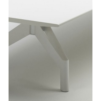 Patricia Urquiola Mantis Table
