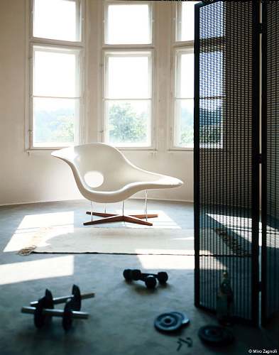 Charles and Ray Eames La Chaise