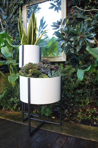 Evie Group Oliver Tray Tables & Planters