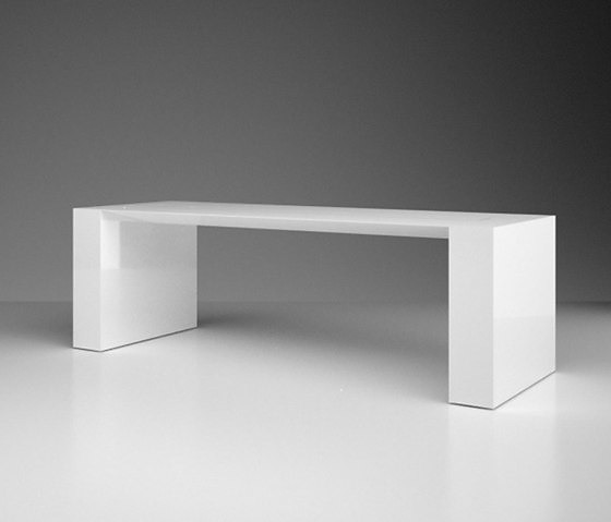 Felix Schwake Summarum Desk